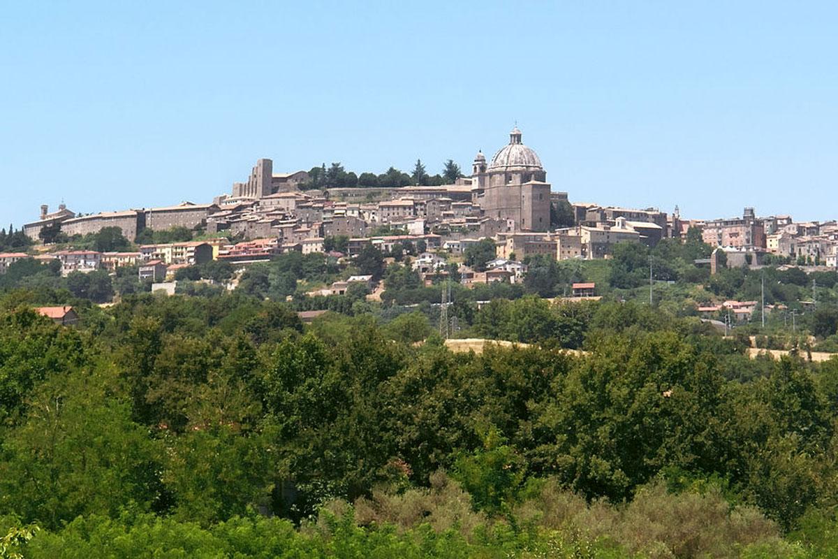Montefiascone e Marta, la Rocca dei Papi e la magnifica Basilica di San Flaviano