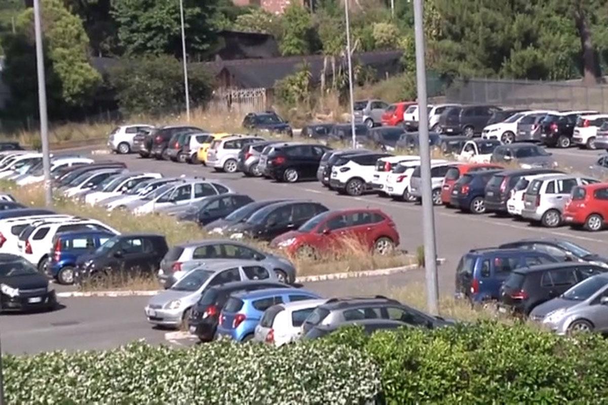 Ostia Antica: troppi i furti e i danneggiamenti nel parcheggio della Roma-Lido